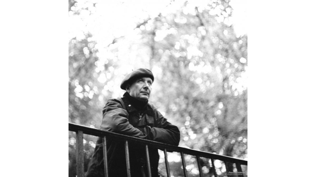 Im Englischen Garten: Chansonpoet Csaba Gál (www.csabagal.de/)