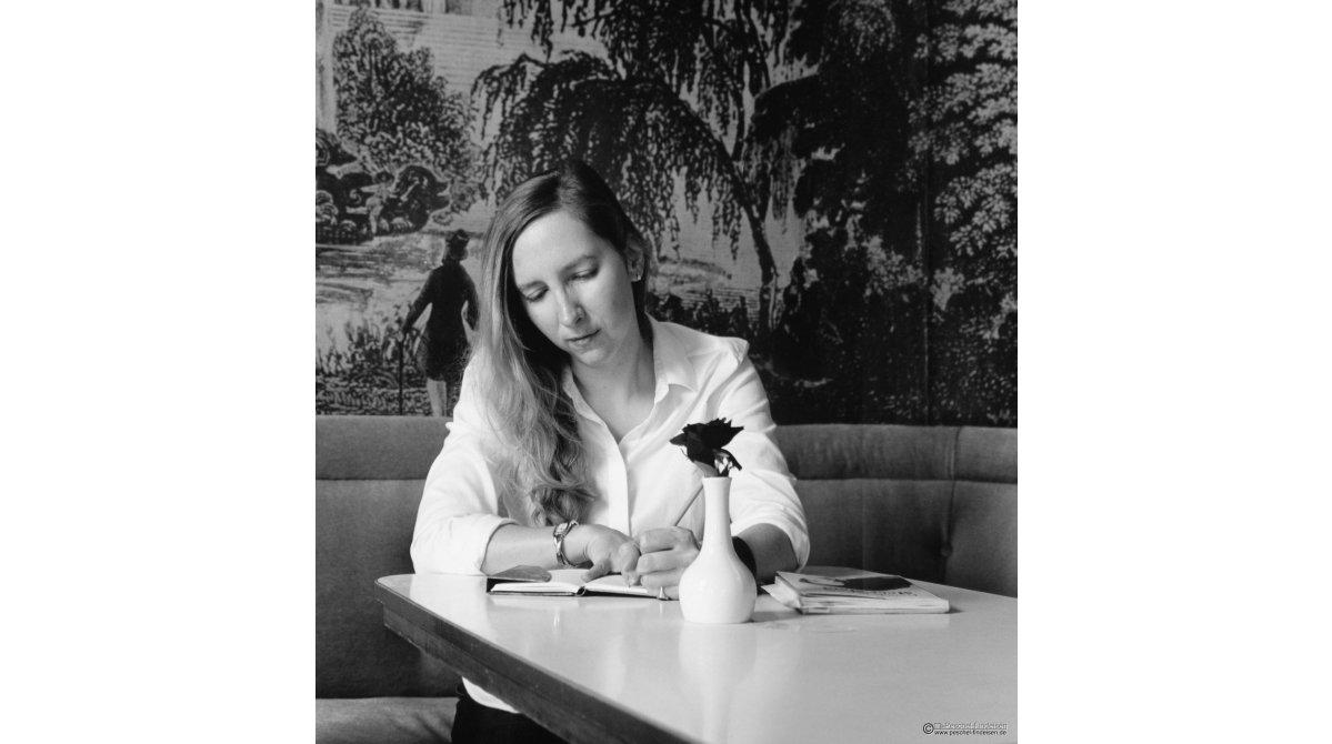 Im Cafe Jasmin: Performance Poetin Franziska Ruprecht (http://www.franziskaruprecht.de/)