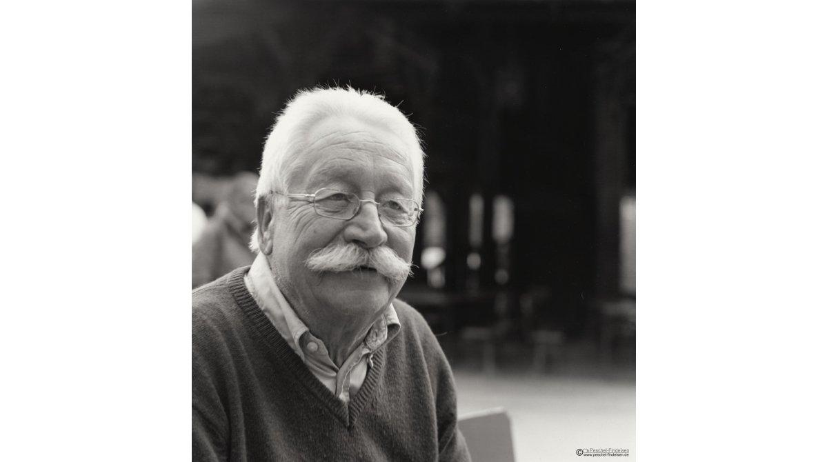 Am Chinsischen Turm: Mundart-Dichter Helmut Eckl (www.helmut-eckl.de/)